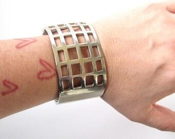 vintage cage bangle bracelet . silver hinged cuff bracelet . vintage silver cage bracelet . clamper bracelet . wide open work bracelet