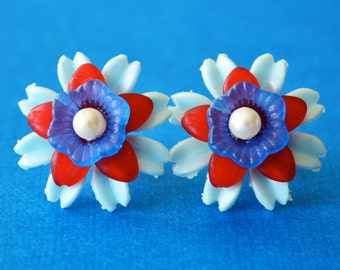 Blue Rasberry Retro Floral Lucite Studs, Vintage Plastic Red, White and Blue Floral Stud Earrings, Retro Floral Posts, Handmade