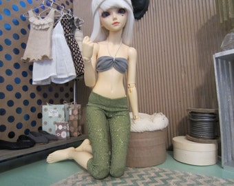 Basics: Two pairs of leggings, green and glitter for Minifee dolls