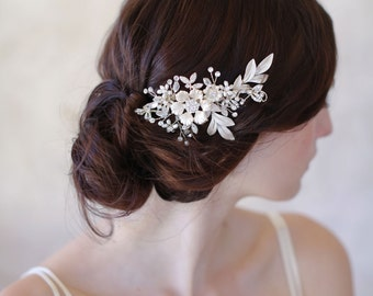 Bridal flower hair comb, gold and crystals - Frosted flower charm comb - Style 528 - Ready to Ship