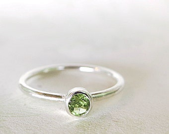 Peridot ring, Sterling Silver, green gemstone, Stacking, Minimal