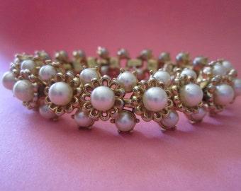 Vintage Trifari Bracelet goldtone and pearls