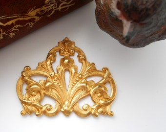 BRASS * Flourish Scroll Stamping ~ Jewelry Ornament Findings ~ Brass Stamping (FA-6081)