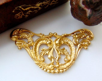 BRASS Victorian Scroll Cartouche Stamping - Jewelry Ornament Findings (C-904) #