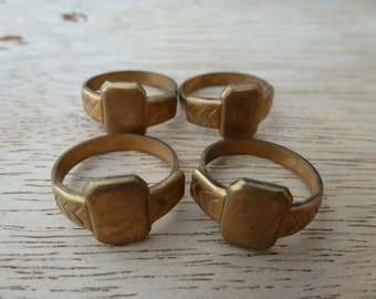 4 Vintage Brass Rings C28