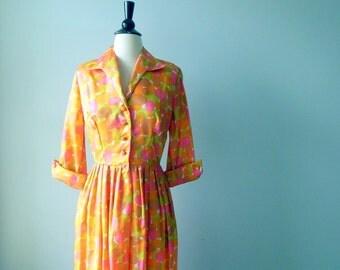 Sale Walking on sunshine dress • vintage 1960s dress • oval print 60s dress