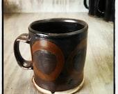 Mug noir avec cercles