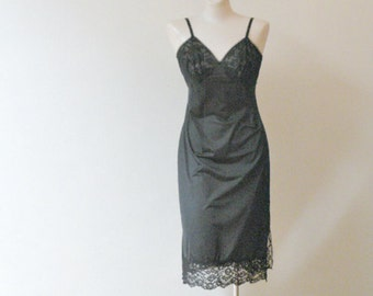 60s Gorgeous Vanity Fair Full Slip Lace and Tulle    34 Bust