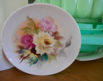Vintage Shabby Chic Small 5 inch Plate with roses on it