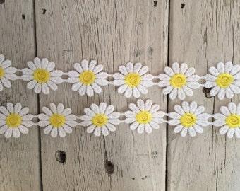 Daisy Trim WHITE AND YELLOW 1 inch Daisies -1 yard
