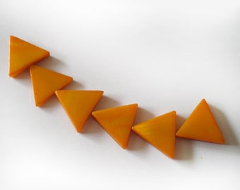 15x15-16mm Pumpkin Orange Mother of Pearl triangle beads - 6pcs