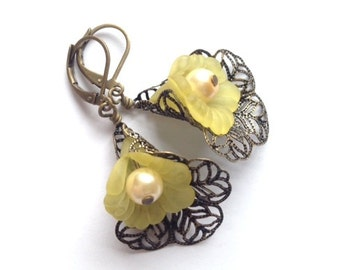 Lucite Flower Earrings, Yellow Lily Earring, Gift Shop, Easter Lily, Antique Brass Filigree, Art Nouveau, Vintage Earrings, My Julie Jewels