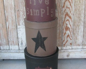 Primitive Saltbox and Star Set of 3 Large Round Stacking Boxes GCC2821