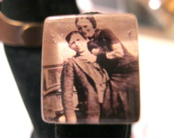 BONNIE and CLYDE Ring, 1933 Outlaw Couple, Image in Black and White Under Thick Glass, Adjustable Unisex Ring Base, Bottoms Up