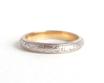 Art Deco Wedding Ring. Floral Eternity Band. 18k White Gold Lined in Yellow. Blossom. Size 5.25