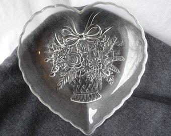 Glass Heart Dish, Vintage Candy Dish, Bouquet design, heavy glass dish, change dish, vintage home decor, vintatge housewares,scalloped edges