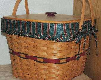 1995 Longaberger Large Picnic Basket, Riser, Fabric insert and plastic insert