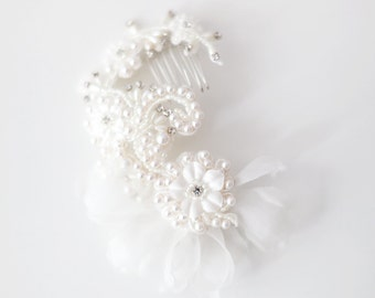 Wedding Hair Accessory, Bridal Hair comb, Lace Headpiece, Beaded Hair Comb, Floral Hair Comb - Style 419