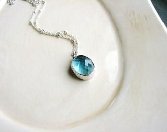 Blue Glass Necklace Bezel Glass Jewel Oval Pendant Necklace Aquamarine Faceted Stone Necklace Glass Stone Necklace Minimalist Layerin