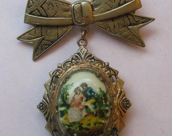 Vintage Brass Locket Brooch with 2 lovers on Case