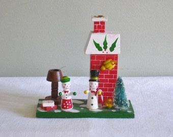 Vintage Wood Christmas Snowman Figurine Candle Holder Snowmen Bottle Brush Miniature Bird on Chimney Holiday Decor Decoration Scenery