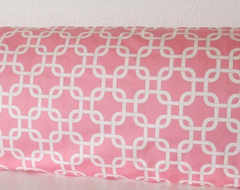 Pillow Cover - Gotcha Print - Pink - Chains - Geometric - Decorative pillow case