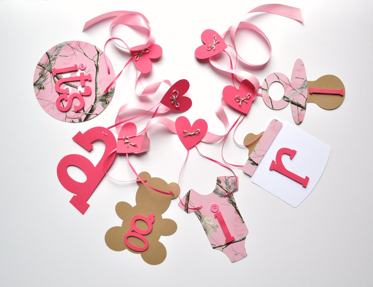 Pink realtree camo baby shower decorations all pink it 39 s a for Pink camo decorations