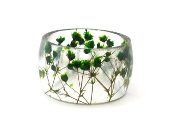 Green Eco Resin Ring. Wide Band Ring Women and Men. Botanical Resin Ring.  Handmade Jewelry with Real Flowers - Baby's Breath. Eco Resin.