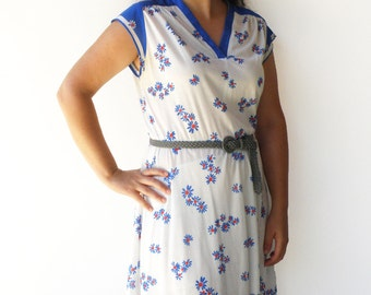 Vintage White and Blue Dress / Floral Day Dress / Size L