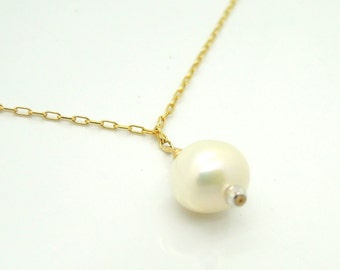 Pearls necklace with a gold filled chain