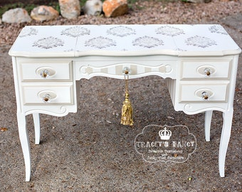 French Style Pop-up Vanity