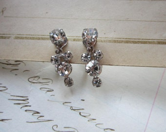 vintage rhinestone earrings - screwback, clear stones