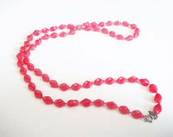Cherry Bomb Red Necklace /  Sarah Coventry Necklace / 70s Retro Beaded Necklace