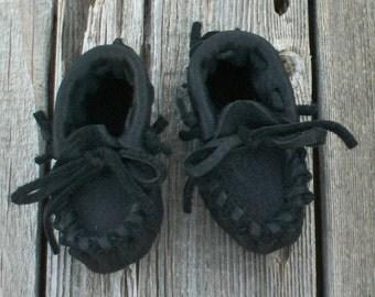 Handmade baby moccasins , Black leather baby moccasins , Newborn moccasins