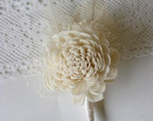 Sola Rose Boutonniere