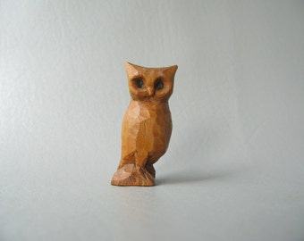 Vintage Wood Owl, Hand carved, Handmade, small, figurine, collectible