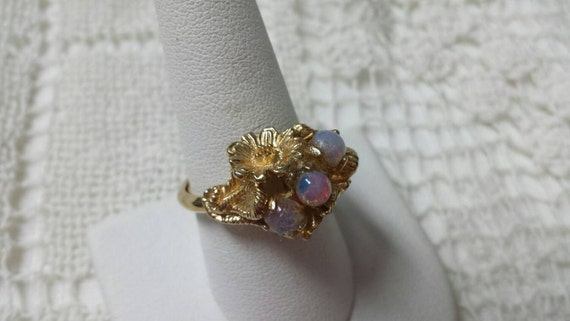 Avon Opalescent Opal Ring 1975 Size 9 Three Opals