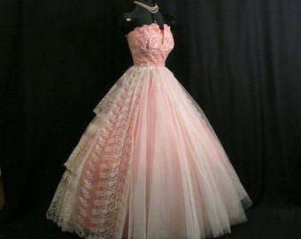 Vintage 1950's 50s Strapless Coral Peach Tangerine Taffeta Ivory Tulle Chantilly Lace Circle Skirt Party Prom Wedding DRESS Gown