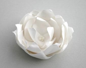 Ivory Bridal Flower Hair Accessory, Ivory Flower Hair Piece, Bridal Accessory, Ivory Flower Head Piece, Floral Hair Piece, Flower Hair Pin