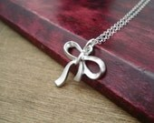 Silver Bow Necklace Sterling Silver Necklace Gift Idea Collier Ruban Argent Collier Noeud