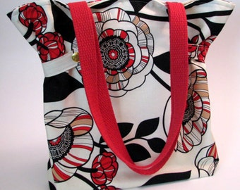 Cinched tote, handbag, cotton webbed handles, riveted cinched sides, inside slide pockets, magnetic closure, 100% cotton fabric
