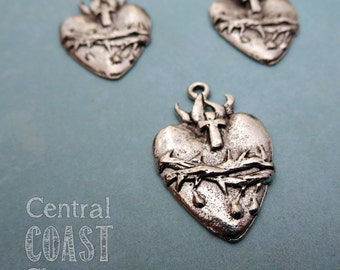 Sacred Heart Charm Pendant - Antique Silver Pewter - 21mm x 31mm - Religious - Ex-Voto - Milagro - Corazon - Central Coast Charms