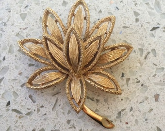 "Vintage AVON signed gold plated Lotus Flower brooch 1.75"" - excellent condition"