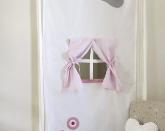 Doorway play curtain