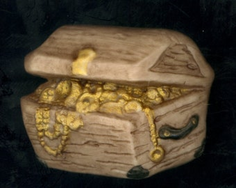 Pirates Treasure Chest of Gold and Jewels Button