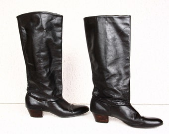 Vintage 1980s Black Leather Boots - Size 7M (USA) - Dainty Rounded Toe with Low Wooden Heel - Great Condition