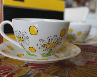 Daisy Hand Painted Fine Bone China Teacup and Saucer