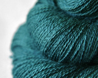 Giant clam closing forever - BabyAlpaca/Silk Lace Yarn