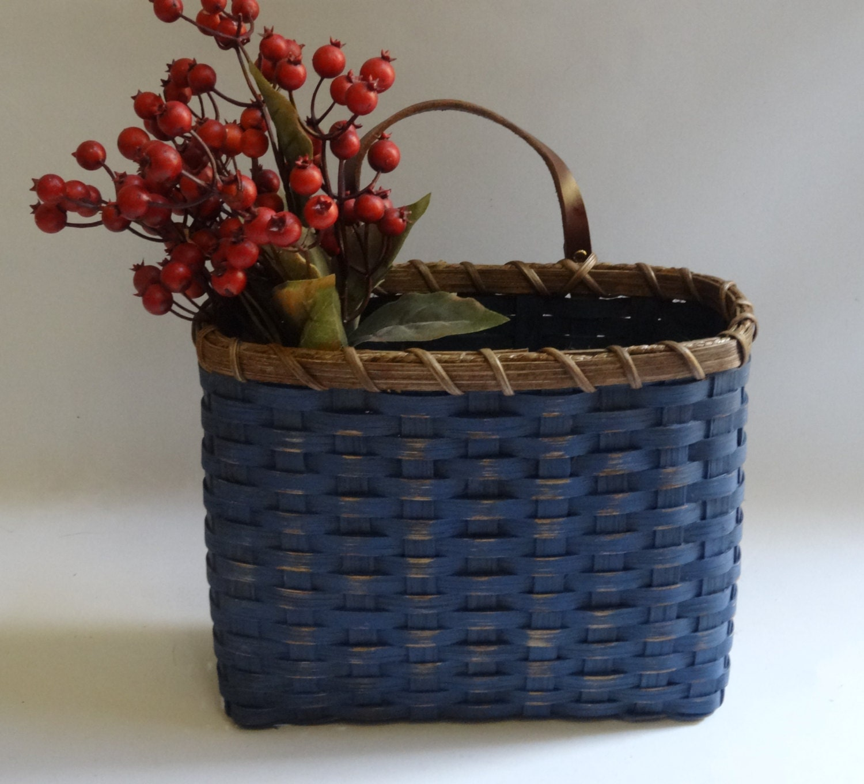 mail basket wall basket painted primitive style wall. Black Bedroom Furniture Sets. Home Design Ideas