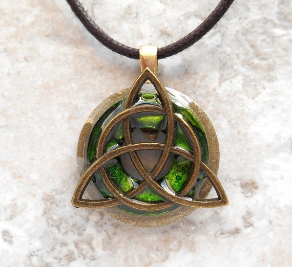 triquetra necklace, show your Irish side